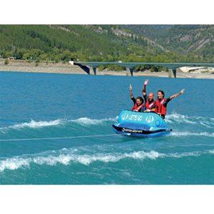 Spinera Lets Go 3 személyes vontatható felfújható fánk tube siklik a vizen